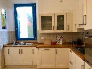 Majoituspaikan Villa Christina keittiö tai keittotila