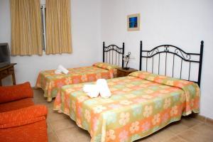 Tempat tidur dalam kamar di Villa la Dehesa