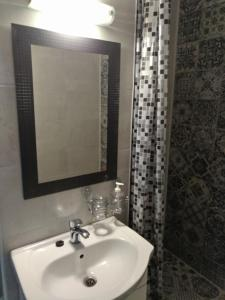 A bathroom at Central Residence Constanta