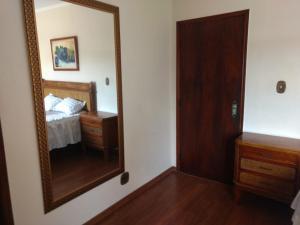 A bed or beds in a room at Casa confortável próxima ao centro de Poços