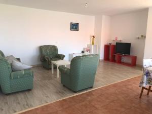 A seating area at casa Mar de fora