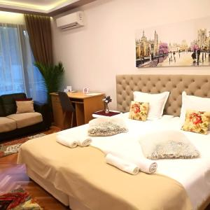 A bed or beds in a room at Central Varna Apartment - Lets4Holiday