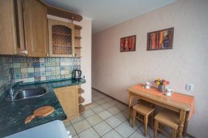 Кухня или мини-кухня в Апартамент от Татьяны 3