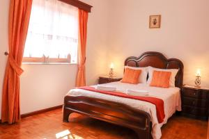 A bed or beds in a room at Casa dos Carreiras