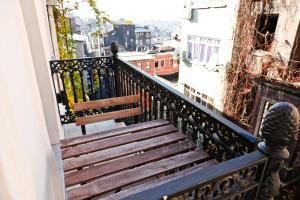 A balcony or terrace at Metro Suites Taksim