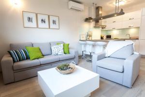 A seating area at Renata apartment 2BR, near beach