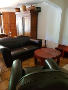 A seating area at Maison les Salles-sur-Verdon