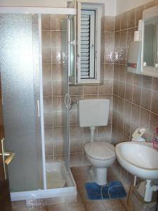 A bathroom at Apartmani Tariba