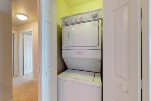 A kitchen or kitchenette at Spyglass