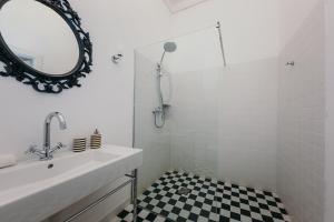 Vonios kambarys apgyvendinimo įstaigoje oompH Warsaw Central Elegant Apartment
