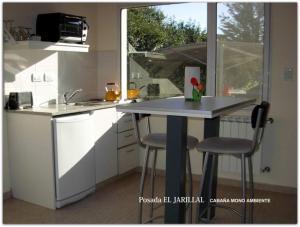 Una cocina o kitchenette en Posada El Jarillal