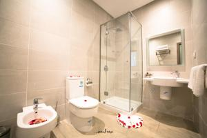 A bathroom at Mnar Park