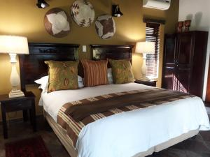 A bed or beds in a room at Lodge Afrique