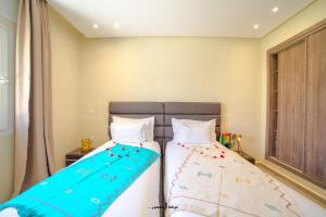 A bed or beds in a room at Mnar Park