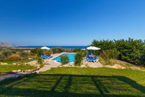 Θέα της πισίνας από το Villa Alexi  ή από εκεί κοντά