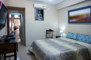 Una cama o camas en una habitación de Apart Bicentenario