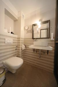 Kopalnica v nastanitvi Central Apartments Integrated Hotel