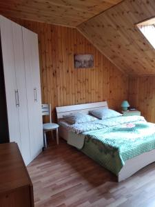 A bed or beds in a room at Apartments on Kurortnaya 33