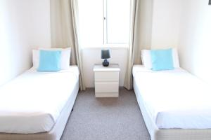 A bed or beds in a room at Koala Cove Holiday Apartments