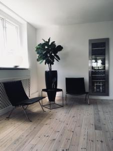 En tv och/eller ett underhållningssystem på Norrköping City Mansion
