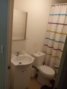 Un baño de Departamento Amoblado Puerto Montt