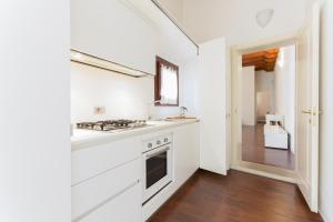 A kitchen or kitchenette at Padova White Flat