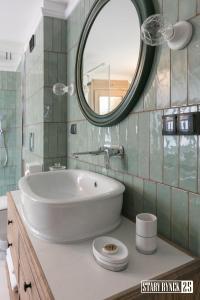 A bathroom at Apartamenty Stary Rynek 25 Toruń