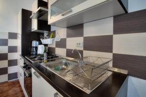 A kitchen or kitchenette at Apartment Marino