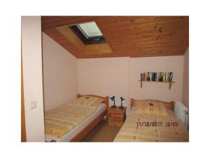 A bed or beds in a room at Ferienwohnung Bergblick