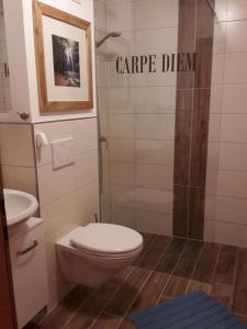 A bathroom at Ferienwohnung Bergblick