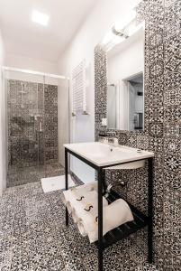 A bathroom at Apartamenty L5
