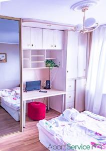 Posteľ alebo postele v izbe v ubytovaní Retro Rooms in Cracow City Centre