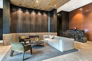 A seating area at Arise The Eminence