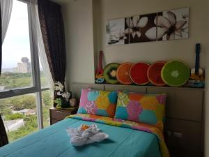 A bed or beds in a room at Mactan Newtown Ocean View 360degree