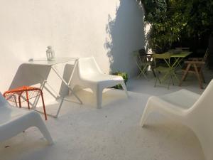A seating area at Belle Maison De Pêcheur Moderne