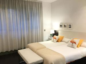 Un ou plusieurs lits dans un hébergement de l'établissement Victor Hugo by Forever Rentals