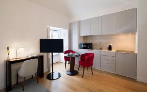 A kitchen or kitchenette at Altis Prata Hotel
