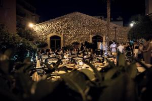 A restaurant or other place to eat at Hotel Residence La Fortezza