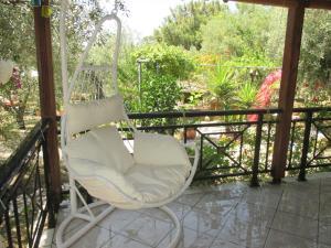 Un balcon sau o terasă la Elena's House Garden