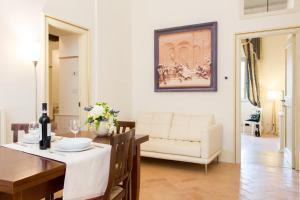 Ein Sitzbereich in der Unterkunft Palazzo Gentili
