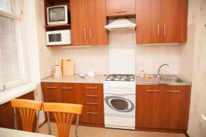 Кухня или мини-кухня в 2 Rooms Apartment 80 Nezalezhnoi Ukrainy Str. Luxury class. Centre