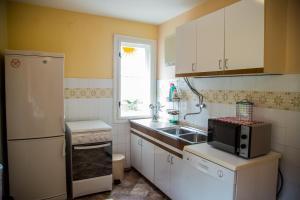 Kuhinja ili čajna kuhinja u objektu Coldfield Vacation House