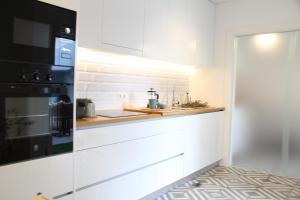 A kitchen or kitchenette at Blue Twenty Two - Espinho / Oporto Beach