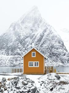 Olstind in Sakrisøy during the winter