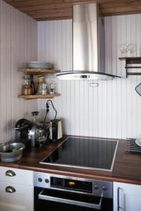 A kitchen or kitchenette at Sakrisøy Mini Apartment