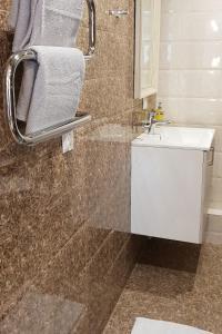 Vannas istaba naktsmītnē Kraslava 2 Bedroom Lux Apartments