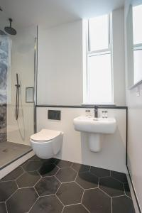 A bathroom at Grafton Street Studios