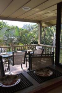 A restaurant or other place to eat at Kailani Suite at hana Kai Resort