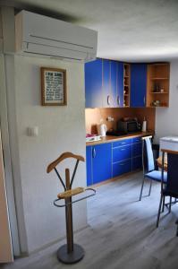 A kitchen or kitchenette at Simpli Apartments
