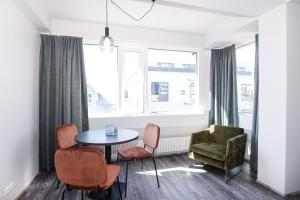 A seating area at Svala Apartments